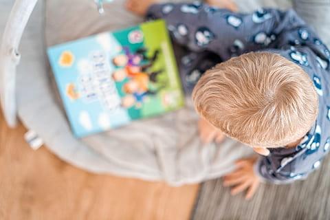 Chistes para niños sobre niños-leyendo chistes